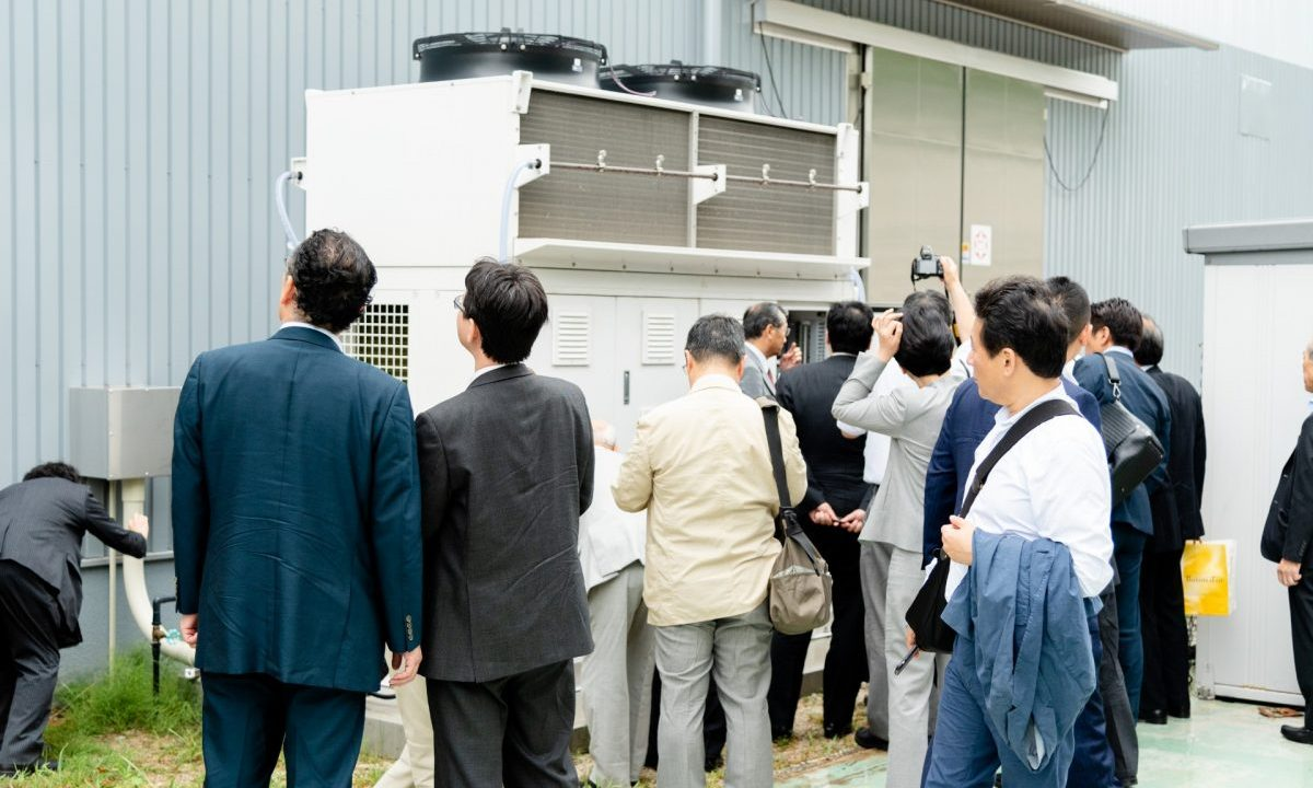 Tour attendees inspect the CO2 Booster Super Green system provided by Japanese OEM Nihon Netsugen Systems