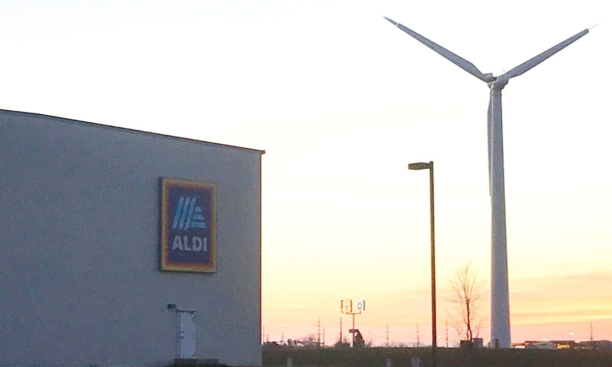 The wind turbine installed by ALDI US in Illinois.
